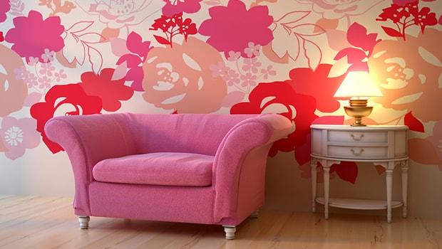 ilustrasi sofa dengan tembok yang dilapisi wallpaper